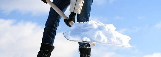 Pelles à neige et grattoirs